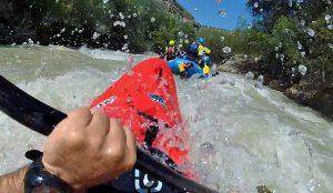 Kayak de seguridad en el rafting: reduce riesgos